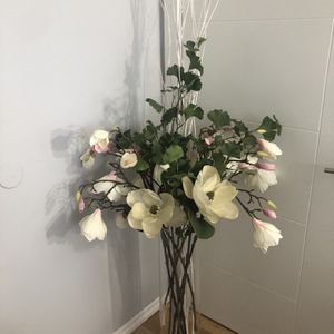 beautiful artificial bouquet house decor for Sale in Federal Way, WA