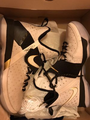 Nike lebron shoes for Sale in Takoma Park, MD