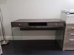 Small desk for Sale in Homestead, FL