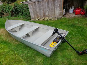 12 foot aluminum boat with motor and 2 batteries for Sale in Puyallup, WA