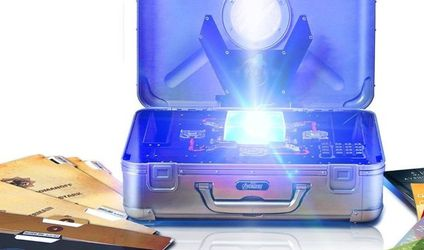 Marvel Phase One Collectors Set with Glowing Tesseract for Sale in Orlando,  FL