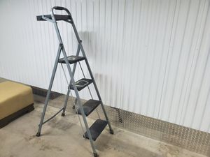 Folding 4' step ladder with paint/tool tray for Sale in Chandler, AZ
