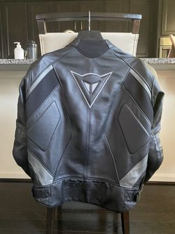 Like NEW! MOTORCYCLE JACKET! Dainese Avro Leather - size 54 for Sale in Ashburn,  VA