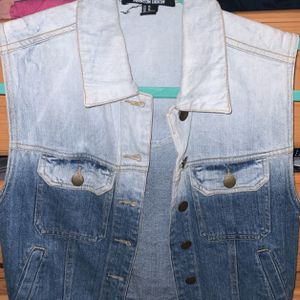 Forever 21 Denim Jacket/Vest Size XS for Sale in Walnut, CA
