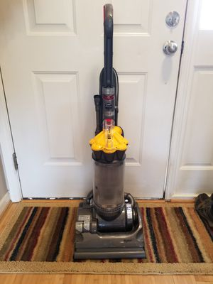 Dyson DC33 Vaccum for Sale in Raleigh, NC