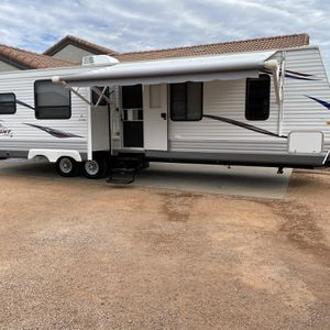 2012 JACO JAY FLIGHT 32FT.1 OWNER. USED 3X. WITH 2 SLIDE OUTS. BOTH ARE 16FT LONG. ONE SIDE HAS TABLE WITH 4 CHAIRS & QUEEN SOFA SLEEPER OTHER SLIDE for Sale in Glendale, AZ