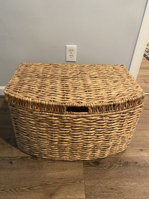 Wicker basket/ Chest for Sale in Bethesda, MD