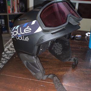 Snowboard Helmet W/ Goggles for Sale in Grayslake, IL