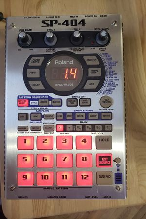 Roland SP-404 Sampling Workstation Beat Machine w/ Power supply and 1gb lexar flashcard for Sale in Princess Anne, MD