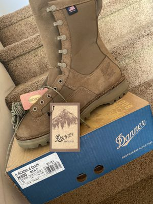 danner boots size 11 for Sale in Calexico, CA