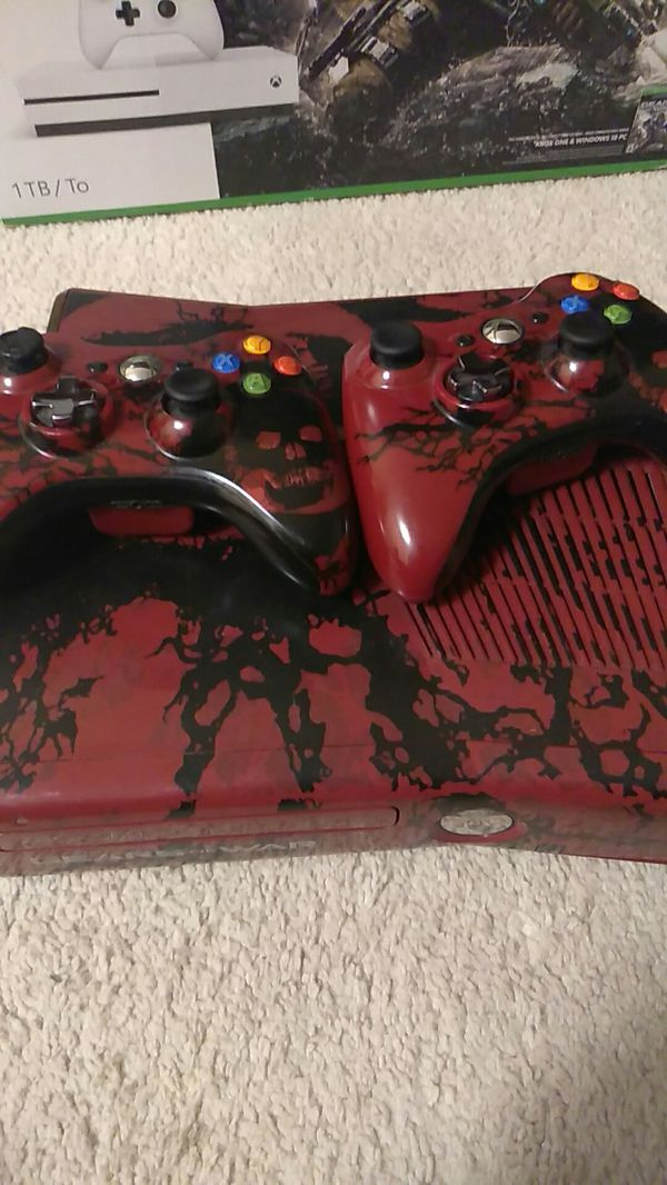 Xbox 360 includes 2 controller with AC charger