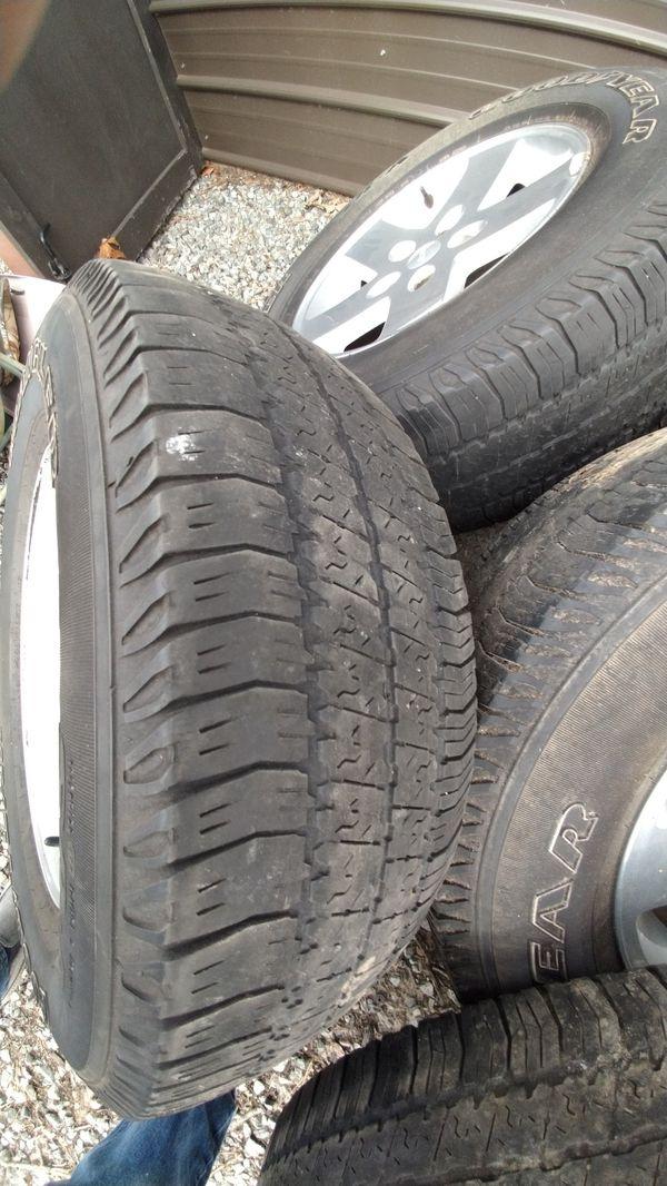 Jeep wheels 5 bolt 4.75 pattern. 255 75 R17