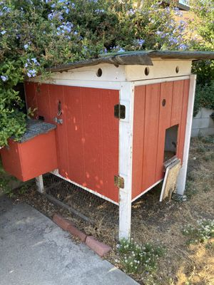 Free chicken coop for Sale in Upland, CA