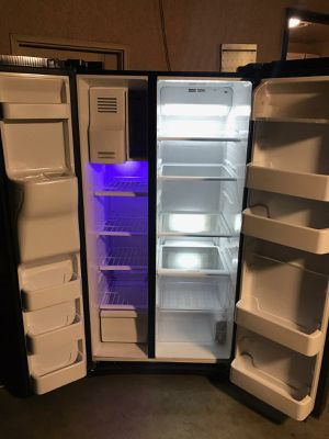 Samsung refrigerator for Sale in Fresno, CA
