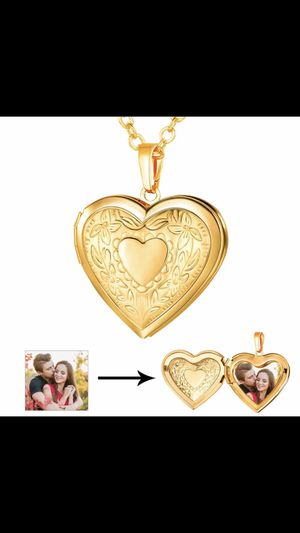 New 18k gold locket photo heart necklace for Sale in Cumming, GA