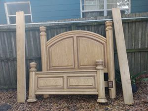 Queen size bed frame for Sale in Orlando, FL