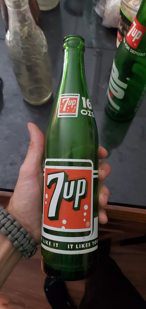 Iconic Vintage Well Preserved Collectible Bottles 7Up, Coca-Cola for Sale in Columbus, OH
