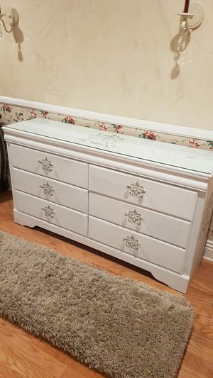 White Dresser Crystal Knobs and Top for Sale in Alta Loma, CA
