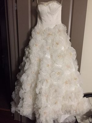 """Wedding dress size 4. """"The Crown Collection"""" for Sale in Indianapolis, IN"""