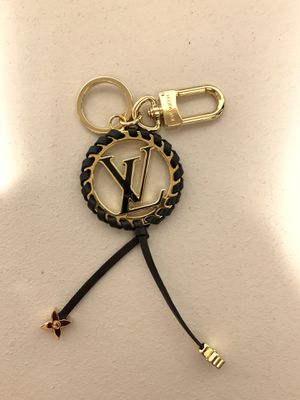 Louis Vuitton Key Charm and Bag Holder (Very) for Sale in Vancouver, WA
