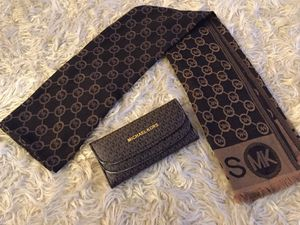 Wallet & scarf for Sale in Hilliard, OH