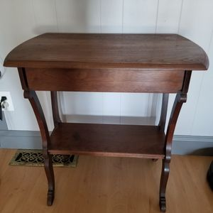 Antique Accent Table for Sale in Los Molinos, CA