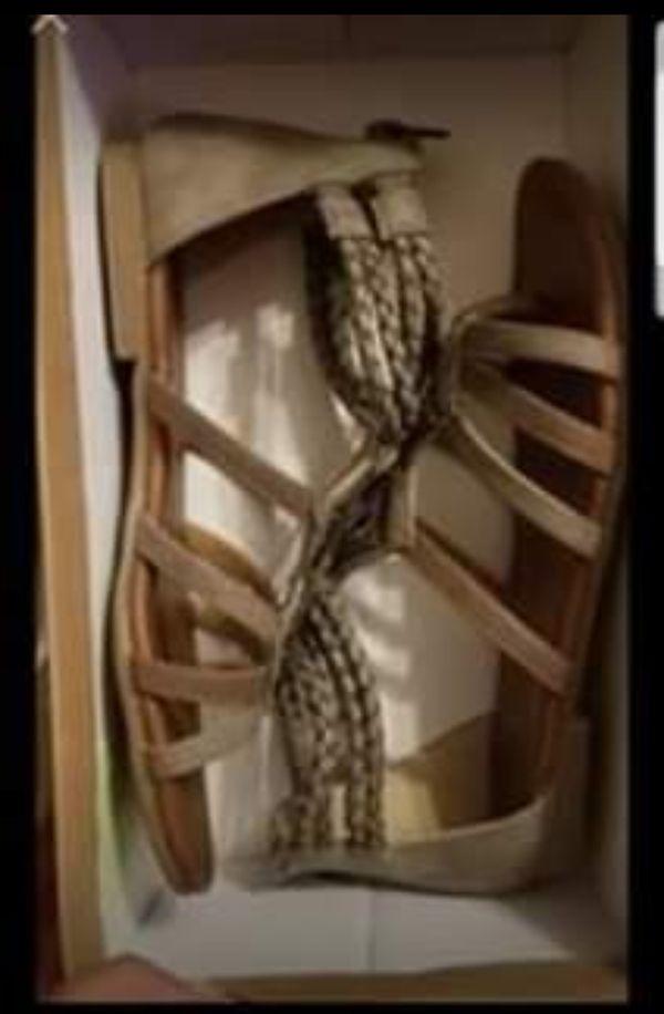Junior's girls sandals size 6