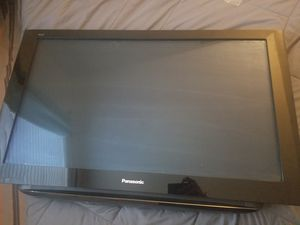 """TV Panasonic 42"""" and mount for Sale in Irvine, CA"""