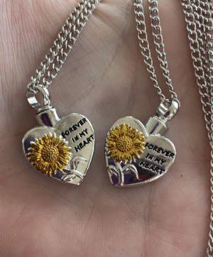 Memory urn necklaces (pls read description) for Sale in Melbourne, FL