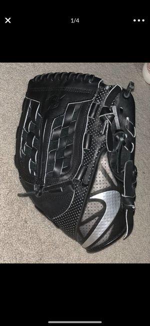 Nike MVP Select Baseball Glove for Sale in Woodinville, WA