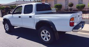 2003 Toyota Tacoma Very pretty car, pearly white for Sale in Columbus, OH