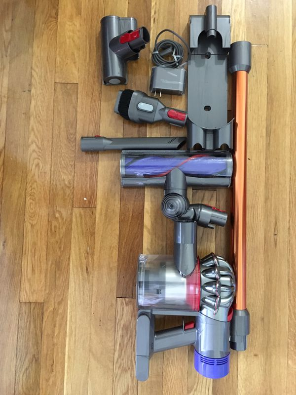 Dyson v8 Animal cordless vaccum cleaner - new ( without original box )