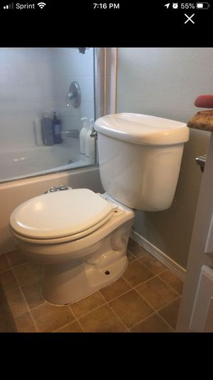 Free toilet for Sale in Maple Valley, WA