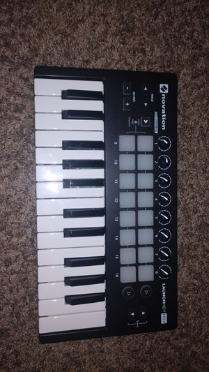 LauchKey mini Novation for Sale in Fresno, CA