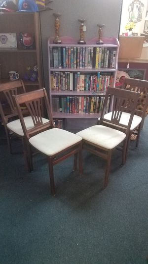 4 Vintage Fold Up Chairs for Sale in Winterville, NC