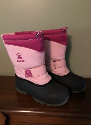 Girls size 3 snow boots for Sale in Fort Lauderdale, FL