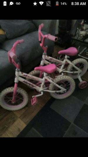 Two 12 inch girls huffy bikes one dont have training wheels for Sale in Glen Burnie, MD