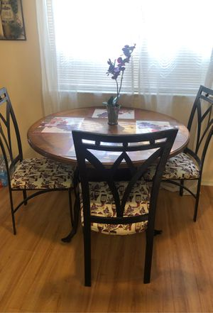 Kitchen table three chairs for Sale in Victorville, CA