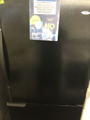 Black fridge bottom freezer for Sale in Mount Clemens, MI