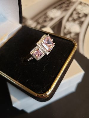 3 ct Pink sapphire white topaz set in solid silver sz 8 for Sale in Meriden, CT