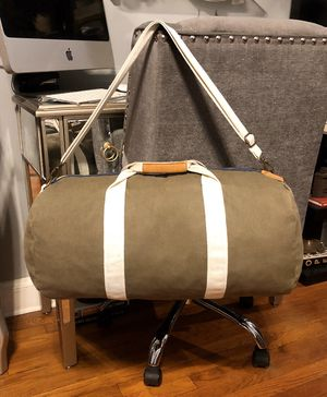 Women's Steve Madden Duffle paid $38 Like New! No signs of wear. Color Army green. Excellent condition. Fully lined appox 19in L, 13in high for Sale in Washington, DC