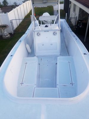 Classic mako 25'6 title in hand for Sale in Lakeland, FL