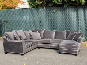 Sectional Couch (Delivery Available) for Sale in Mountlake Terrace, WA