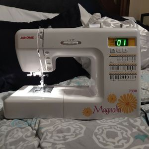 Janome Magnolia 7330 Sewing Machine for Sale in Lake Helen, FL