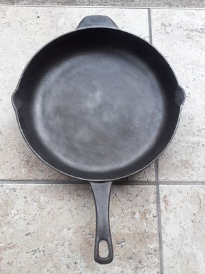 """Calphalon Cast Iron Frying Pan Skillet 12"""" for Sale in Houston, TX"""