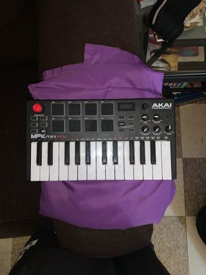 Keyboard beat pad Akai Professional MPK mini for Sale in Harrisburg, PA