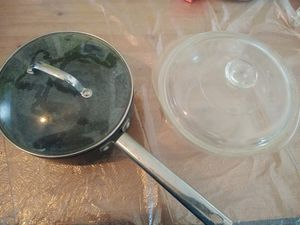 Heavy Duty Pot and Pyrex Bowl With Lids for Sale in Fresno, CA