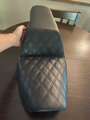 Lightly used Saddlemen motorcycle seat, part # 833-622 for Sale in Duluth, GA