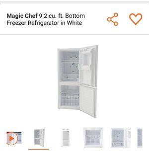 magic chef 9.2 cu ft. bottom freezer refrigerator in white for Sale in Hyattsville, MD