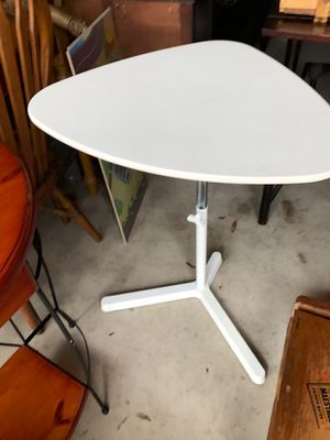 """Adjustable white triangle table or desk 31"""" h x 23"""" w x 19"""" d for Sale in Longwood, FL"""
